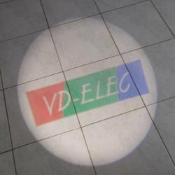 essai projecteur led avec logo personnalisable